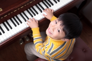 Little boys playing the piano